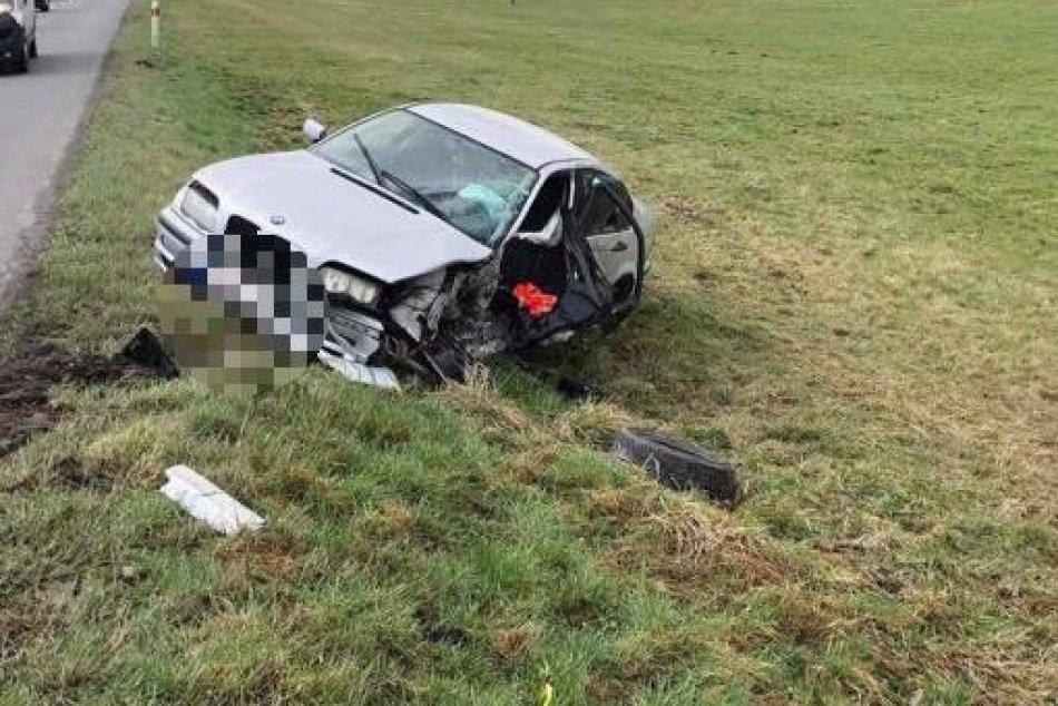 V OBRAZOCH: Nehoda autobusu s autom na Podpoľaní