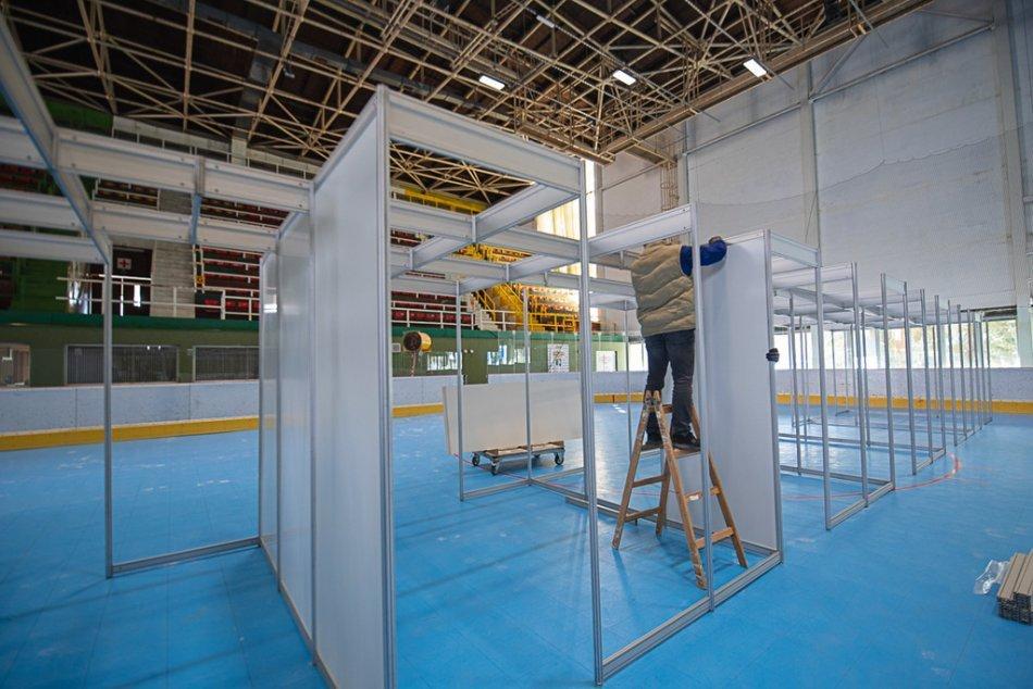 OBRAZOM: Veľkokapacitné očkovacie centrum na zimnom štadióne v Prievidzi