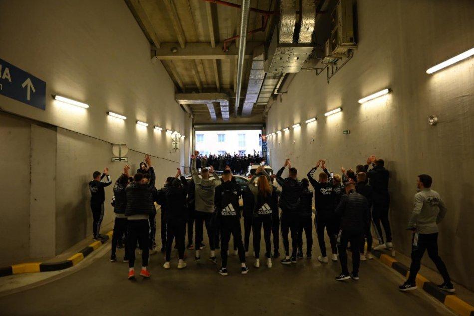V Trnave vybehli do ulíc futbaloví fanúšikovia