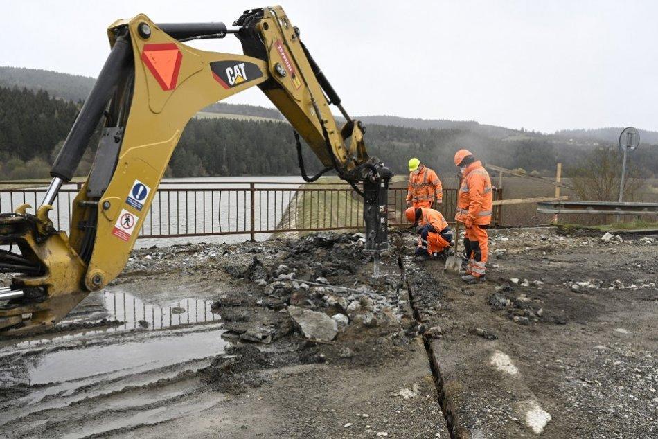 OBRAZOM: Práce na rekonštrukcii mosta v Podvaží