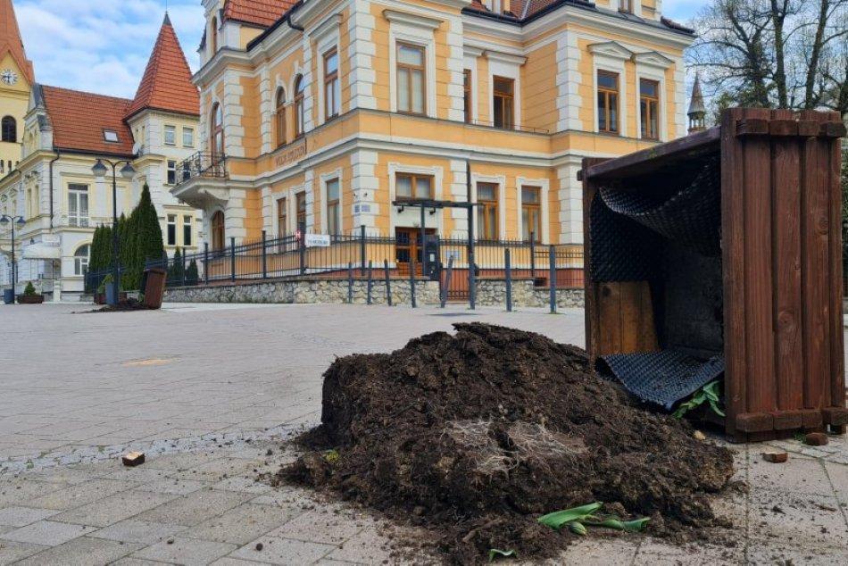 OBRAZOM: Vandalizmus v Trenčianskych Tepliciach, aký si mesto nepamätá