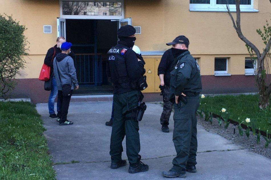 OBRAZOM: V bytovke na považskobystrickom sídlisku Stred došlo k výbuchu