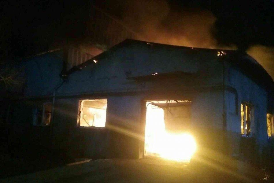 V OBRAZOCH: Ničivý požiar Spišských Tomášovciach