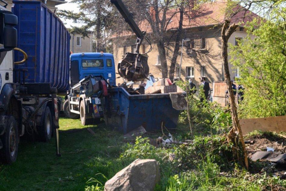 Búranie garáží v Starom meste