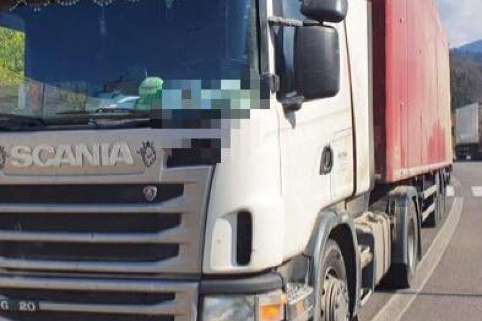 V OBRAZOCH: Breznianski policajti zastavili opitého kamionistu