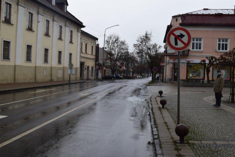 V OBRAZOCH: Polícia pátra po svedkoch nehody v Brezne