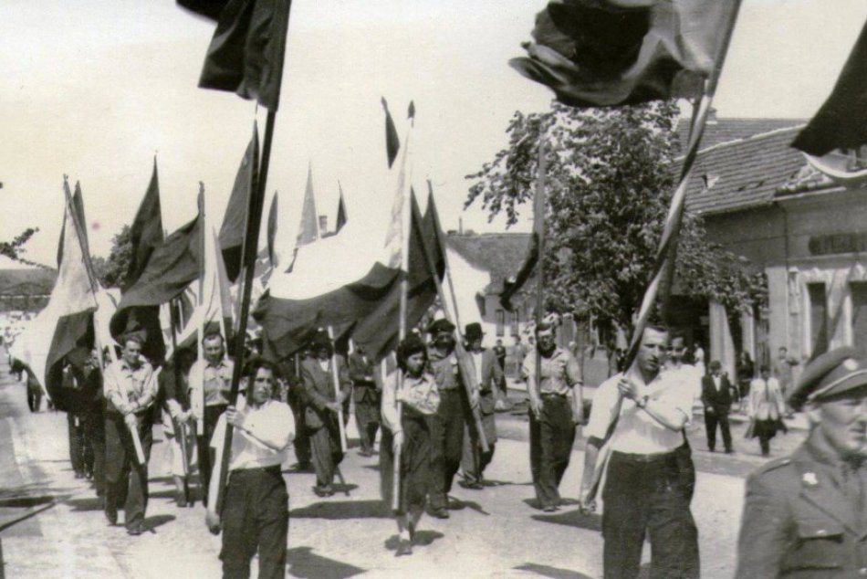Prvomájové oslavy v Zlatých Moravciach na RETRO fotografiách