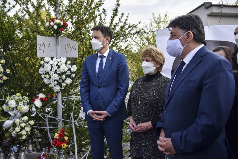 Objektívom: Premiér Heger si uctil pamiatku zavraždeného R. Remiáša