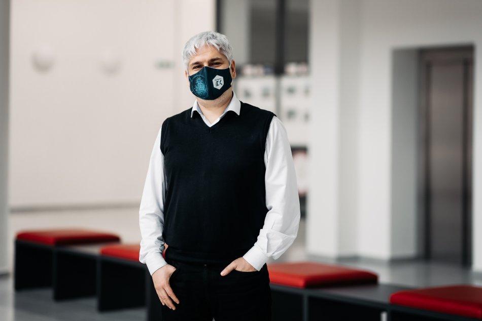Objektívom: Pavol Čekan zohráva v boji s pandémiou dôležitú úlohu
