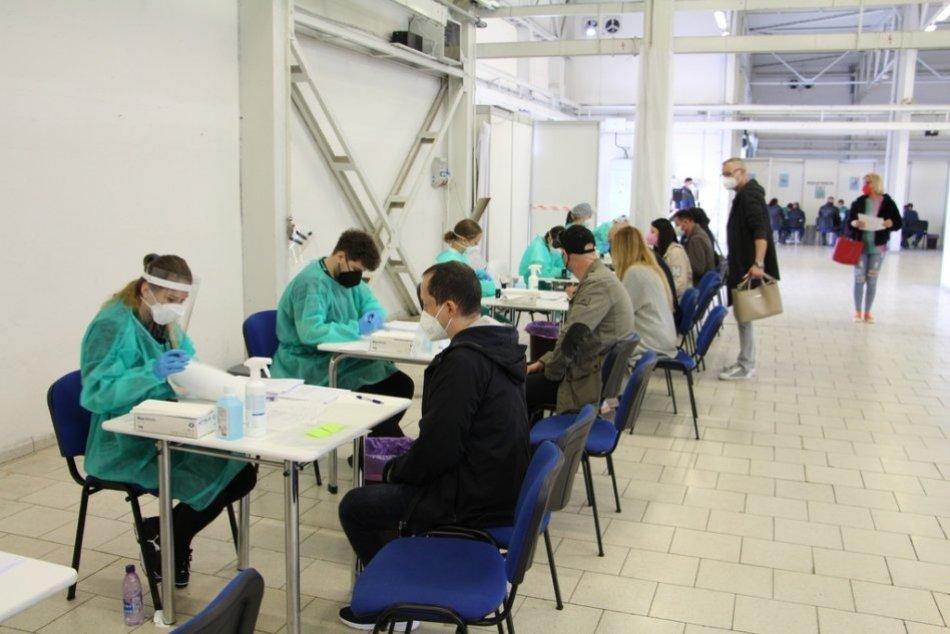 OBRAZOM: Očkovanie vo veľkokapacitných centrách v Trenčianskom kraji