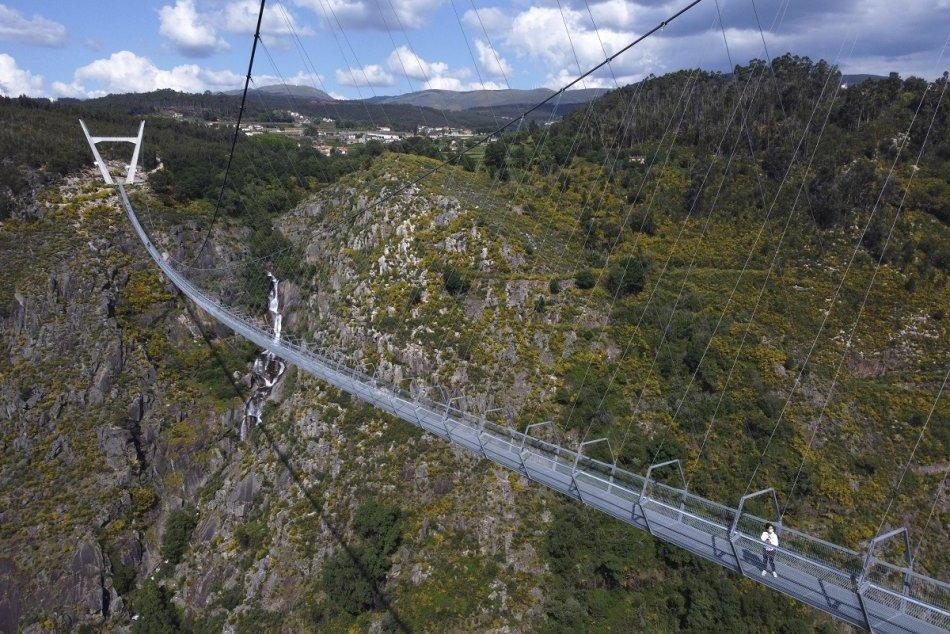 V Portugalsku otvorili otvorili najdlhší visutý most pre peších na svete