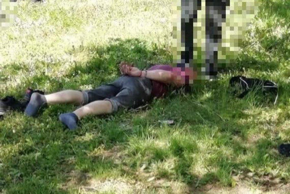 V OBRAZOCH: Pri zásahu kukláčov vo Zvolene zadržali tri osoby