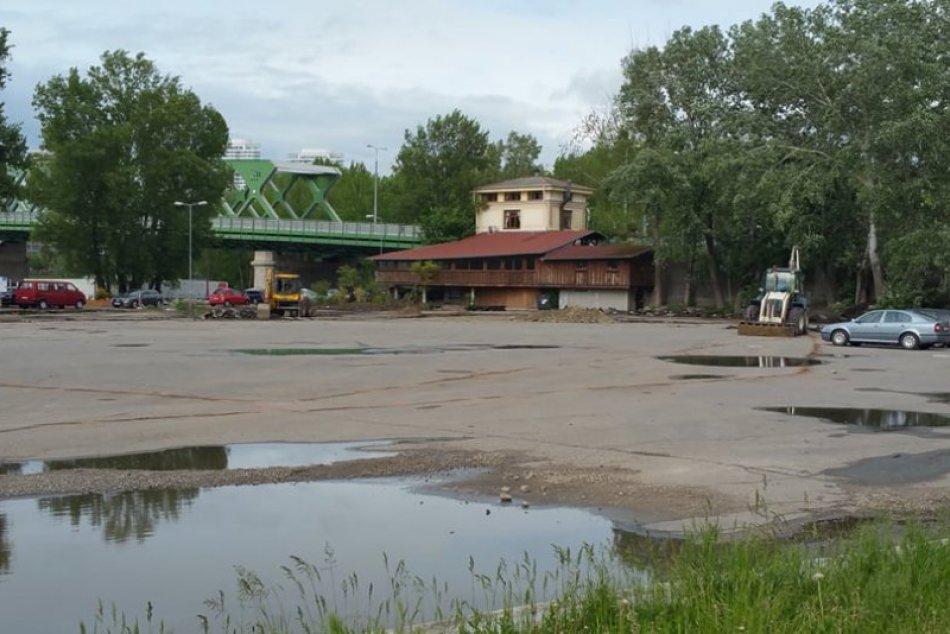 Oprava parkoviska pri Mýtnom domčeku, Petržalka