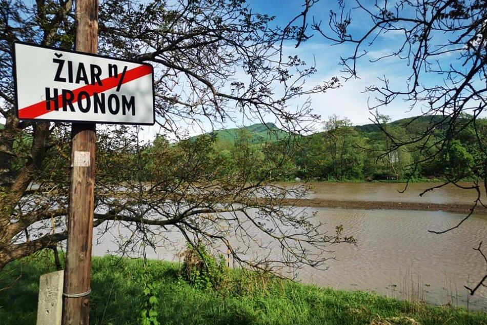 FOTO: Vyliaty Hron v okolí Žiaru nad Hronom