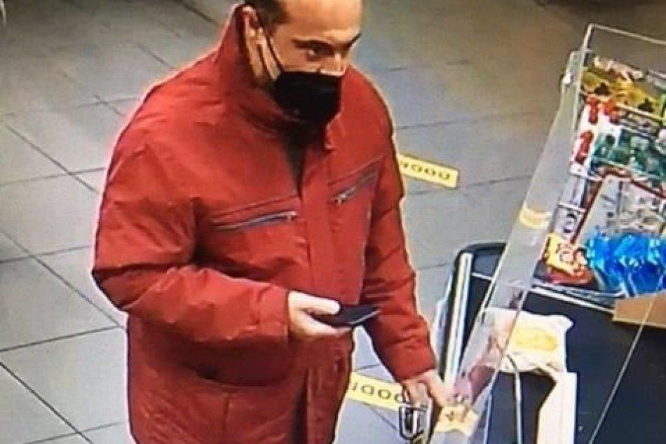 Lučenecká polícia hľadá tohto muža. Poznáte ho?