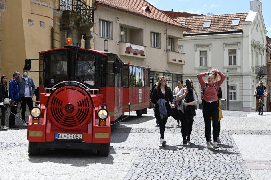 OBRAZOM: Na Trenčiansky hrad premáva turistický vláčik Matúš Čák, MAPKY trás