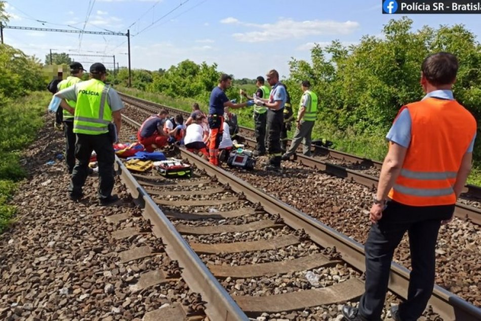 FOTO: Vlak zrazil dve maloleté dievčatá v Devínskej Novej Vsi