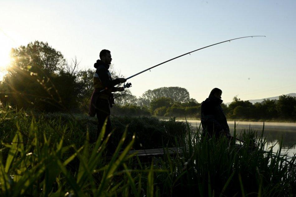 FOTO: Kaprová sezóna začala aj na Bodovskom rybníku pri obci Krivosúd - Bodovka