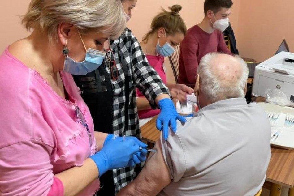 V OBRAZOCH: Výjazdový vakcinačný tím zaočkoval tisíce klientov DSS