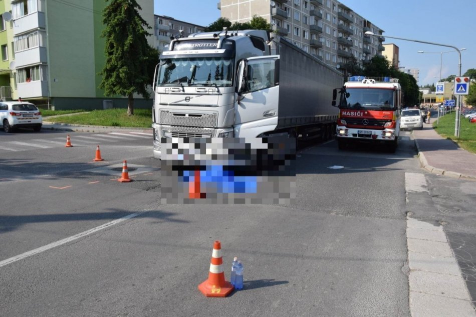 FOTO: Dopravná nehoda v Starej Turej si vyžiadala život 73-ročnej ženy