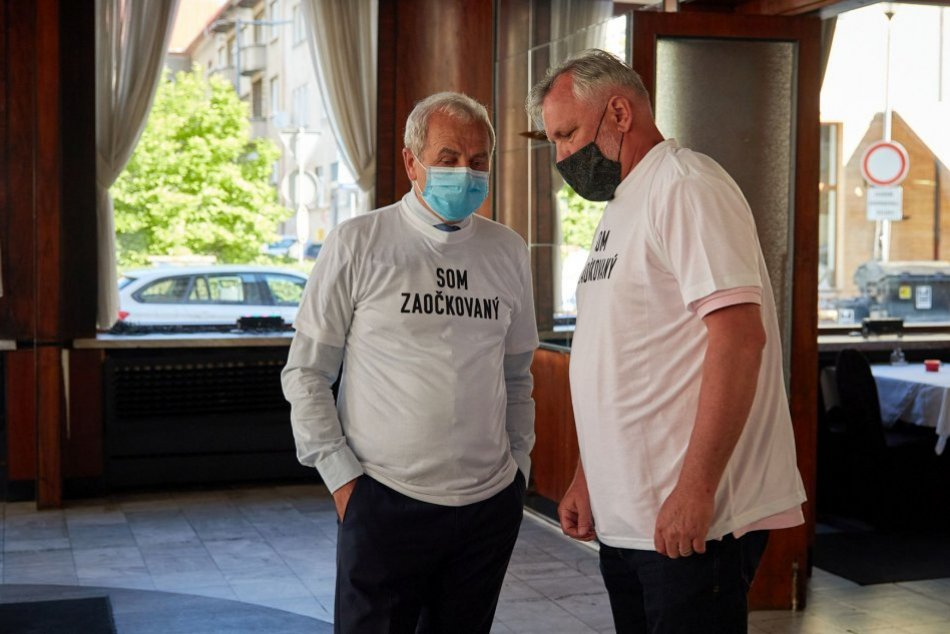 V OBRAZOCH: Politici v Banskobystrickom kraji vyzvali ľudí, aby sa dali očkovať
