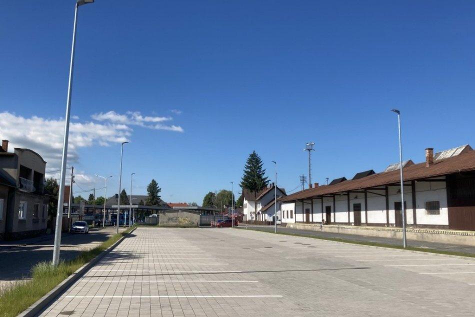 FOTO: Parkovisko v predstaničnom priestore v Prievidzi skolaudovali
