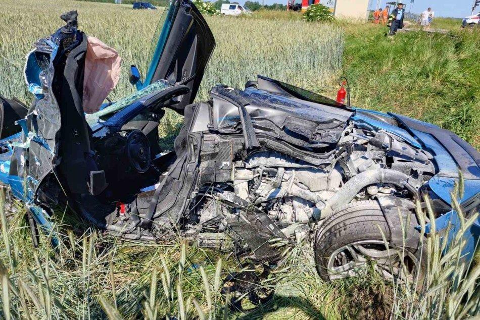 Zrážka auta s vlakom v obci Michal na Ostrove