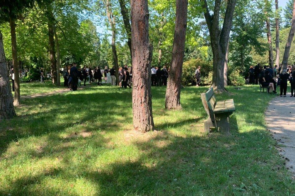 Pohreb Lindy a Laury