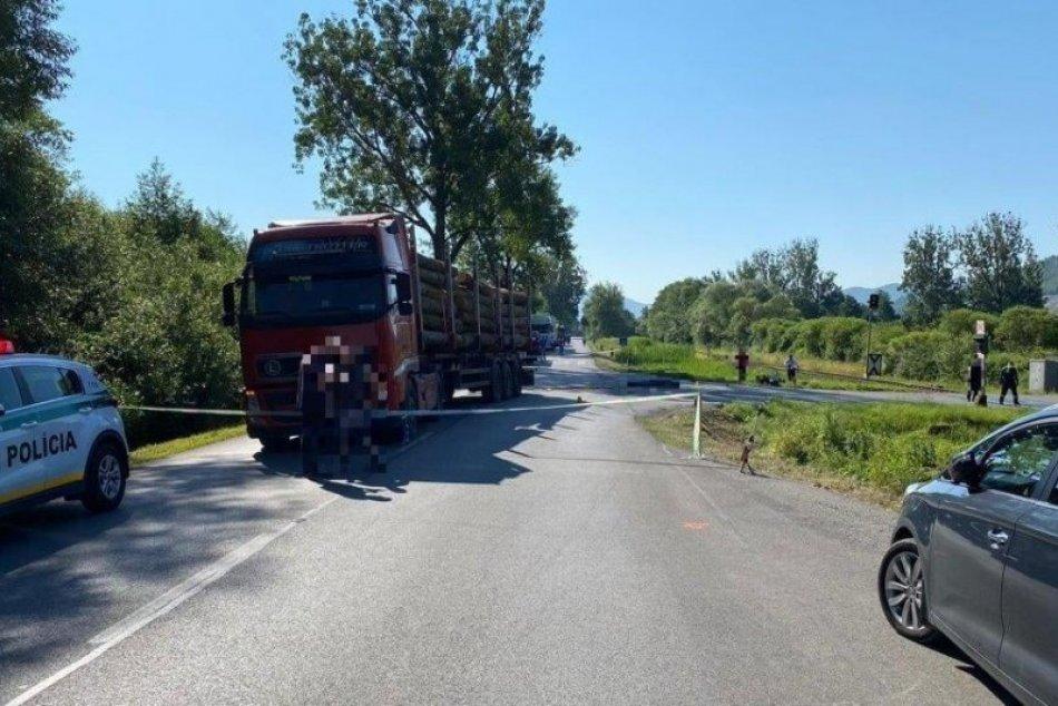 V OBRAZOCH: Motorkár pri Revúce neprežil zrážku s kamiónom