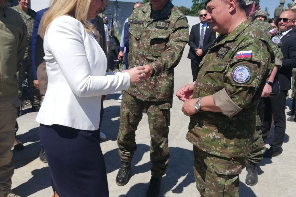 V OBRAZOCH:  Prezidentka si pozrela ukážku vojenského cvičenia na Lešti