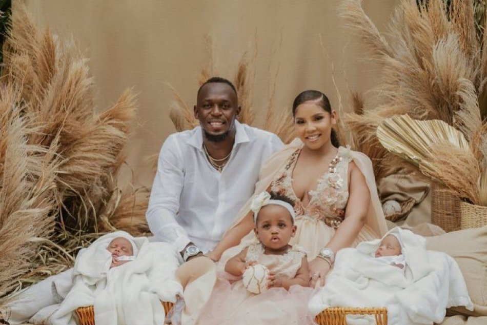 Usain Bolt sa teší z dvojičiek