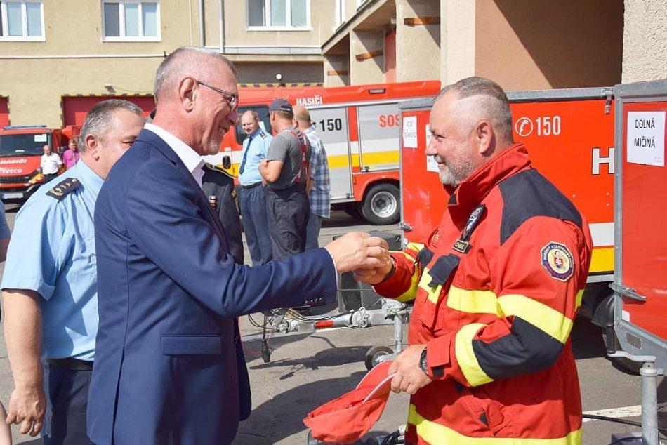 V OBRAZOCH: Slávnostné odovzdávanie hasičských vozidiel v Banskobystrickom kraji