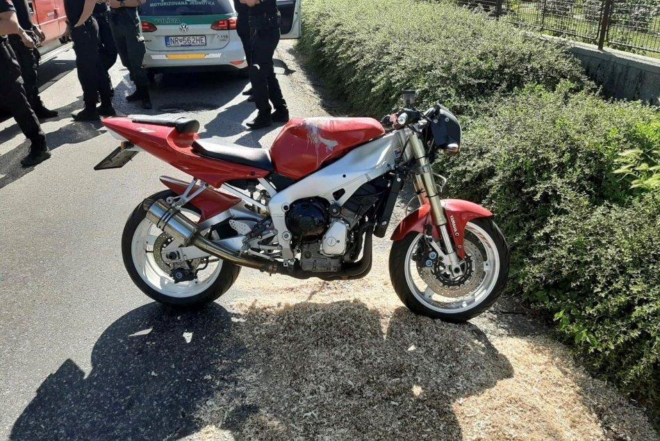 OBRAZOM: Motorkár havaroval pri úniku pred políciou