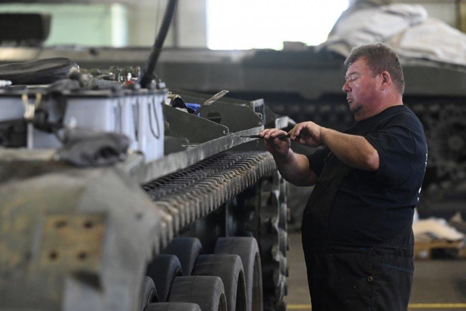 OBRAZOM: Výroba legendárnych nákladných vozidiel Tatra v Trenčíne