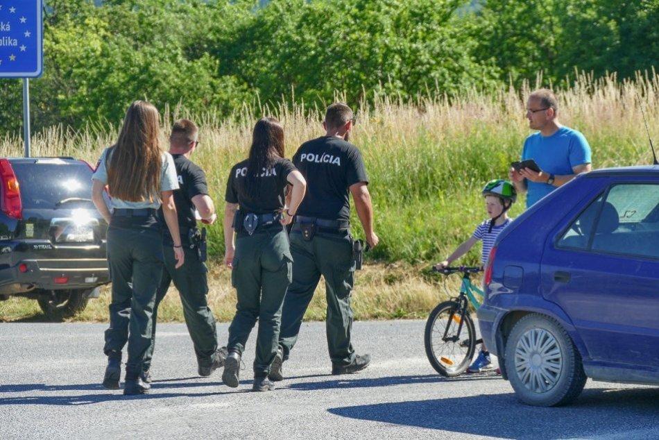 OBRAZOM: Situácia na uzavretom hraničnom priechode vo Vrbovciach