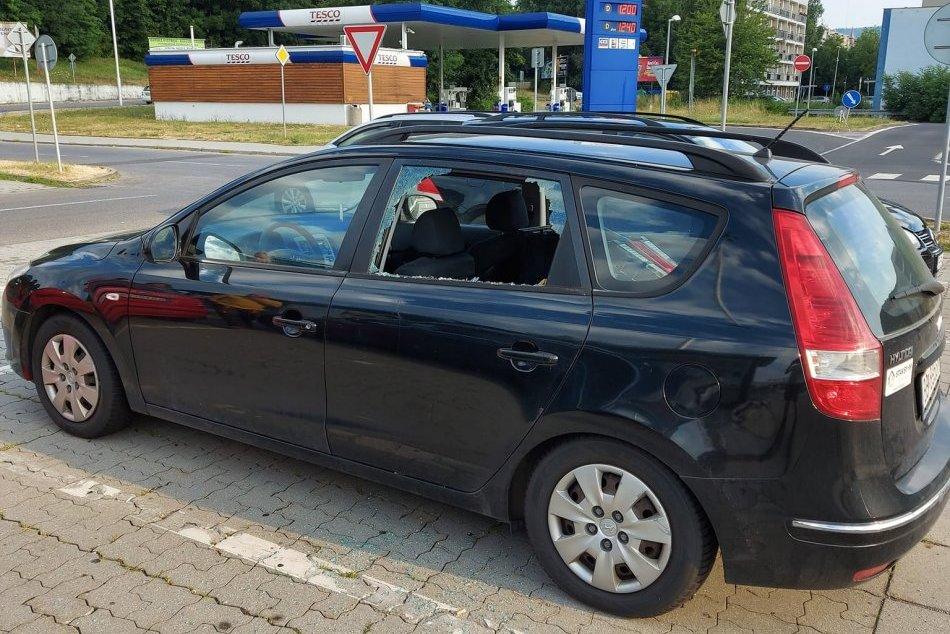 V OBRAZOCH: Na bystrickom parkovisku niekto vykradol auto