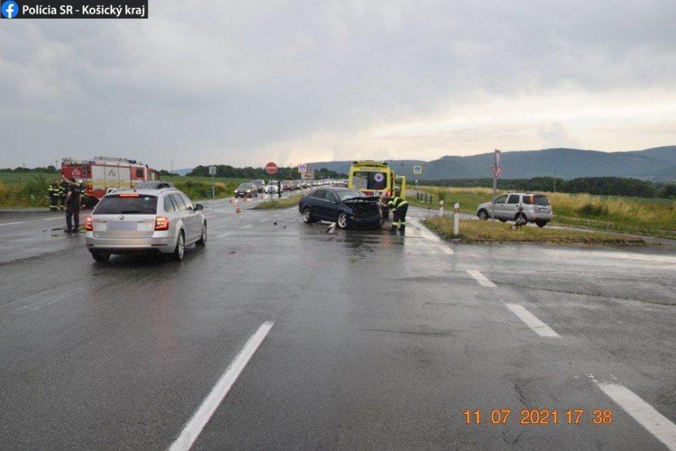 FOTO z dopravnej nehody pri Šírave
