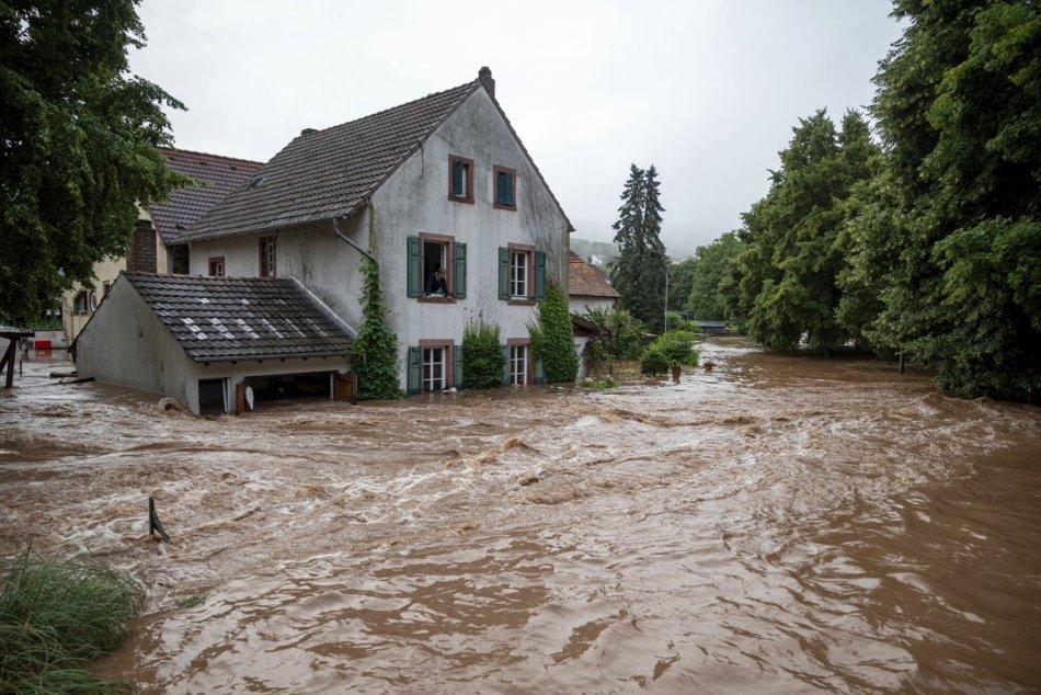 Objektívom: Rozsiahle záplavy v Nemecku si vyžiadali desiatky obetí