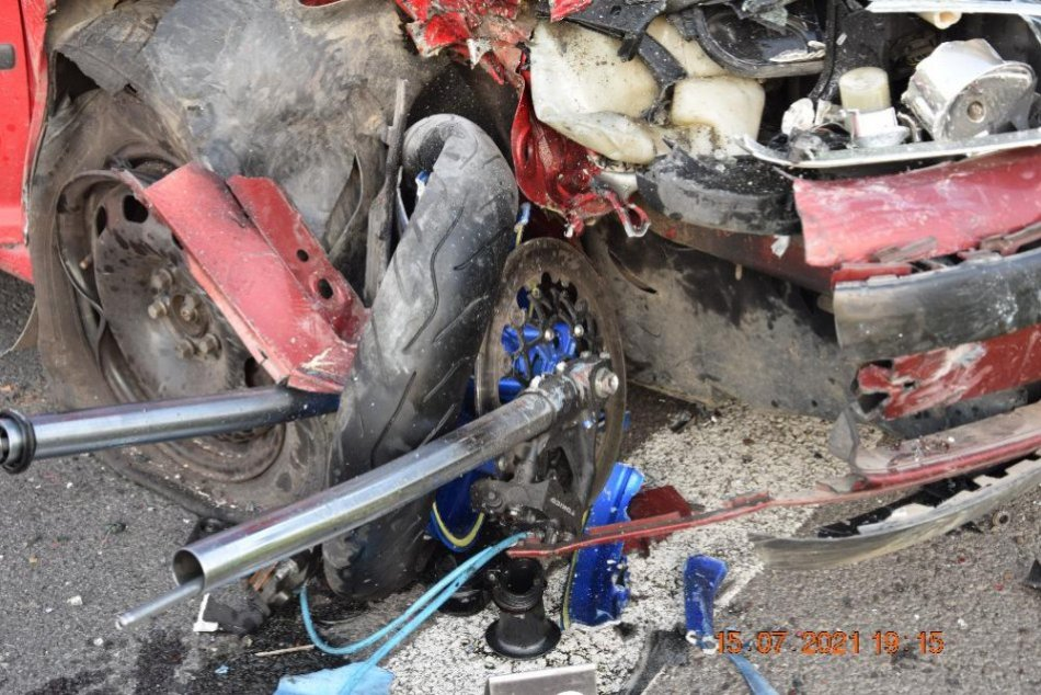 V OBRAZOCH: Zábery z miesta vážnej nehody pri Lučenci