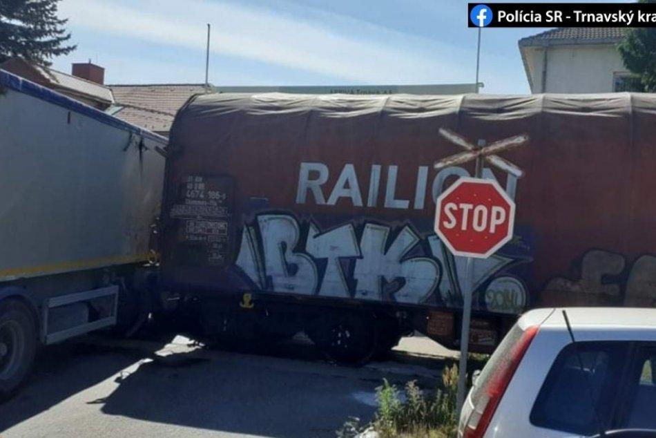 Nehoda nákladného vozidla s vlakom si vyžiadala ľudský život