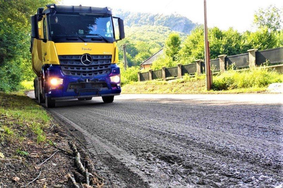 FOTO: V Trenčianskom kraji začali súvislé opravy ciest za takmer 7,5 milióna eur