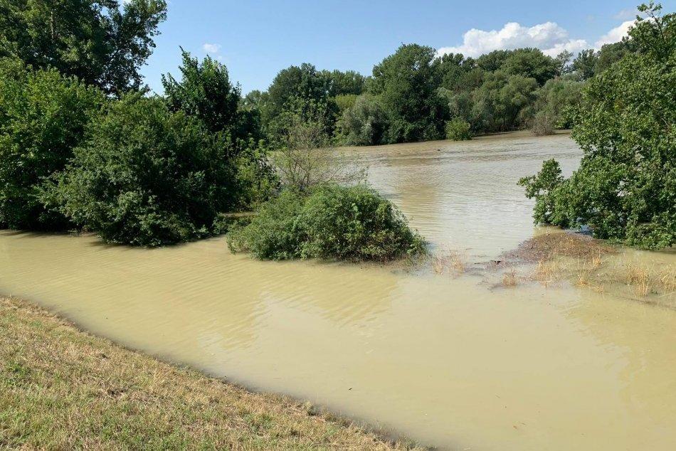 Hladina Dunaja stúpa - situácia na Devíne 19. 7. 2021