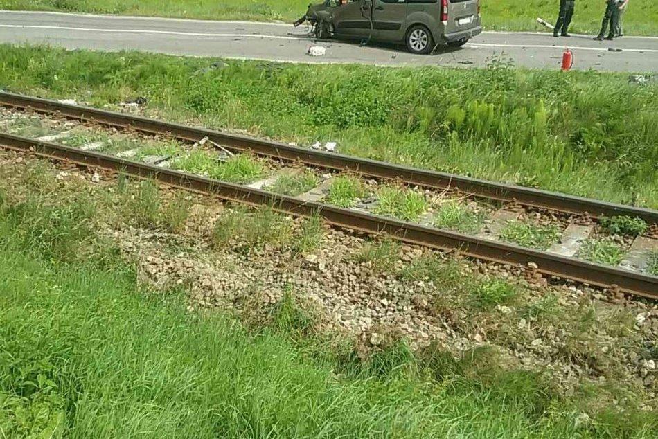 OBRAZOM: Zrážka vlaku s autom pri Spišskej Belej