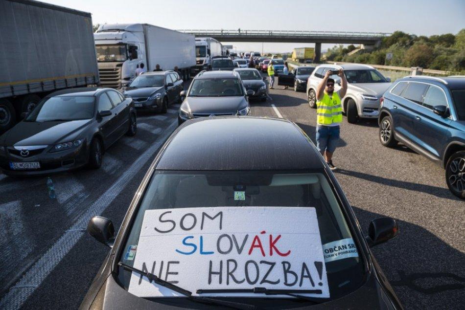 Protest pendlerov na hraničnom priechode Čunovo-Rajka na FOTKÁCH