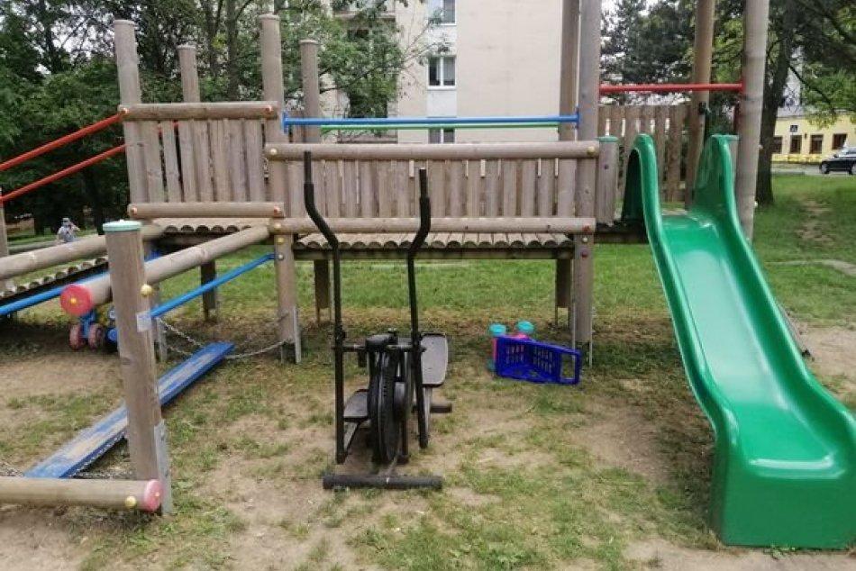 V OBRAZOCH: Prekvapivý neporiadok na bystrickom detskom ihrisku