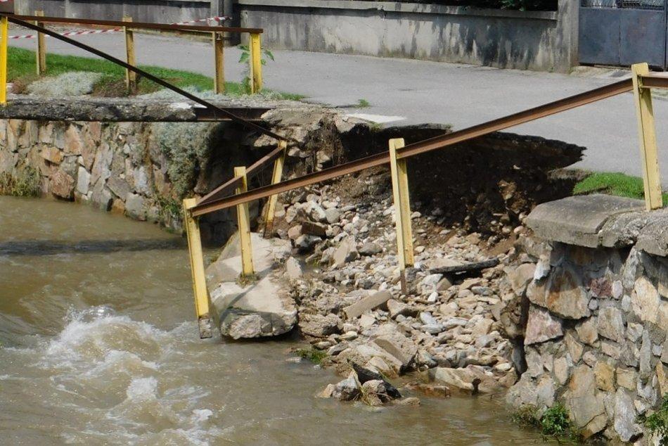 FOTO: Povodne vo Valaskej Belej spôsobili státisícové škody