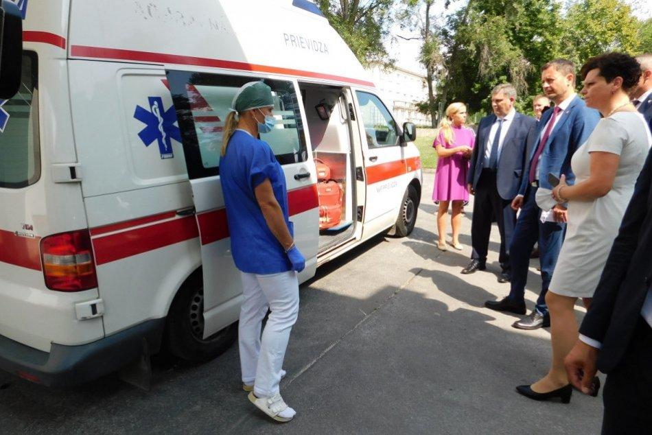 OBRAZOM: Premiér Eduard Heger navštívil nemocnicu v Bojniciach