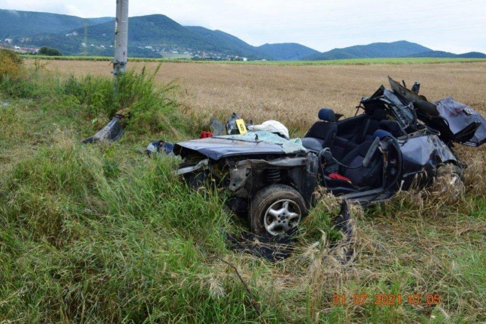 FOTO: Tragická nehoda na ceste pri Trenčianskych Miticiach