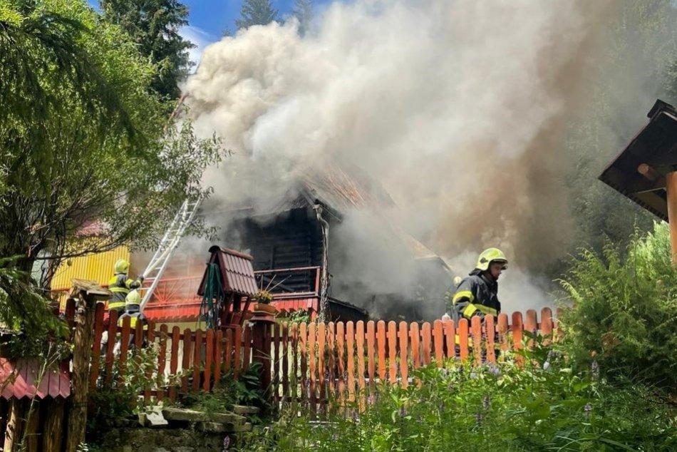 FOTO: Požiar rekreačnej chaty v Jasenovej