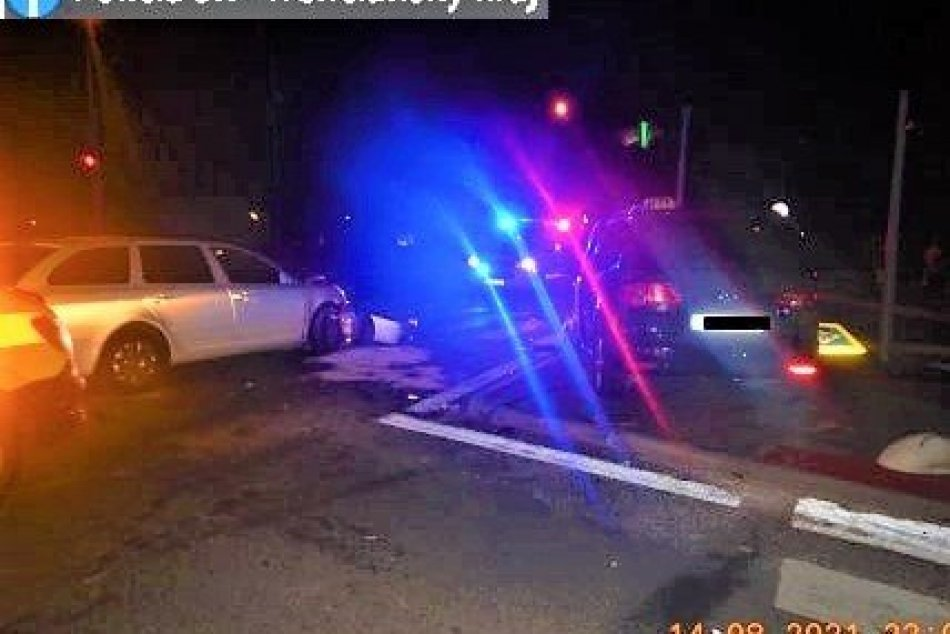 FOTO: Nehoda na hlavnej križovatke v Považskej Bystrici